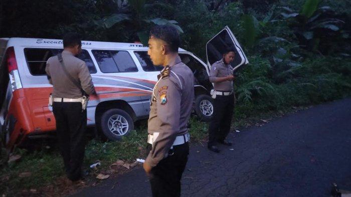 Pulang PKL dari Malang, Mobil Elf Angkut 17 Pelajar SMA Jember Terperosok di Hutan Semeru Lumajang