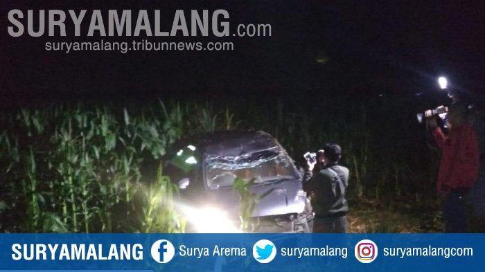 Mobil Ertiga Terbalik dan Masuk ke Area Persawahan di Tuban, Satu Penumpang Tewas