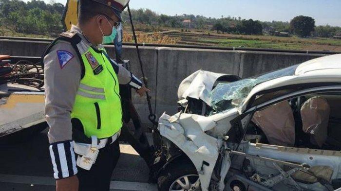 Honda Brio Hancur saat Melaju di Lajur Lambat Jalan Tol Surabaya - Mojokerto
