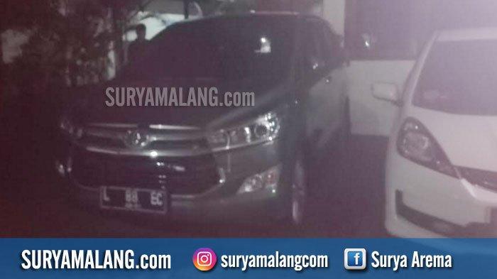 Mobil Innova Milik Pejabat Pemkot Surabaya Diberondong Tembakan