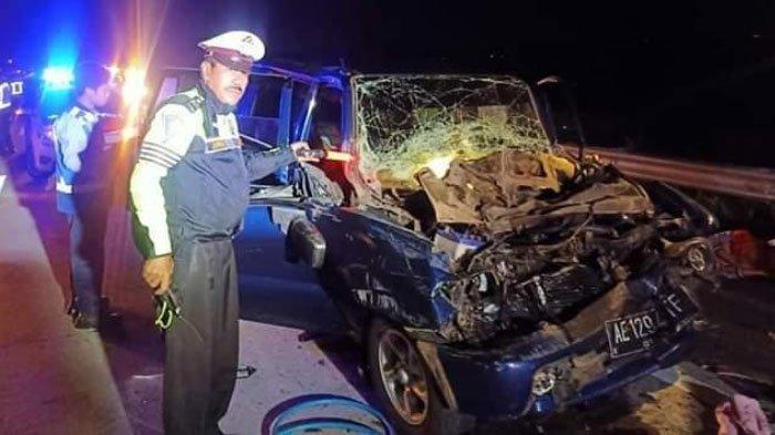 Ngebut 120 KM/Jam, Mobil Isuzu Panther Tabrak Truk di Tol Kertosono-Nganjuk, 5 Orang Terluka