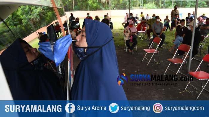 Ratusan Warga Rungkut Surabaya Lakukan Tes Swab di Mobil PCR