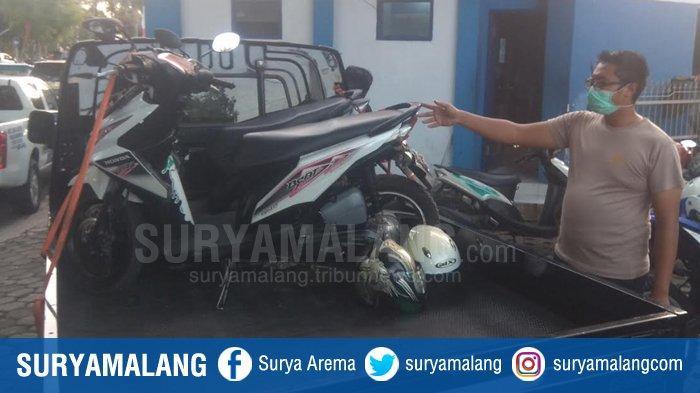 Daihatsu Grand Max Seruduk Dua Pengendara Motor Honda Beat di Bondowoso, Diduga Pengemudi Mabuk
