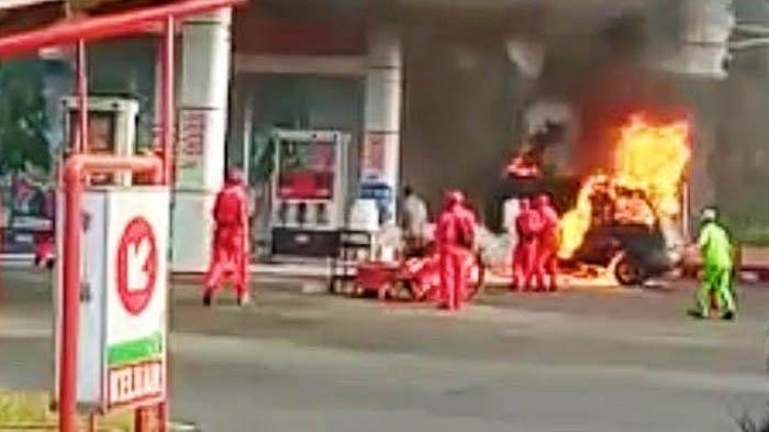 Breaking News - Mobil Terbakar di SPBU Karangketug Pasuruan, Api Tiba-Tiba Muncul saat Isi Bensin