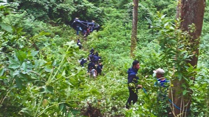 Lokasi penemuan mobil Avanza rombongan Jordi Onsu yang masuk jurang di kawasan Ngadas, Poncokusumo Kabupaten Malang, Kamis (8/4/2021)