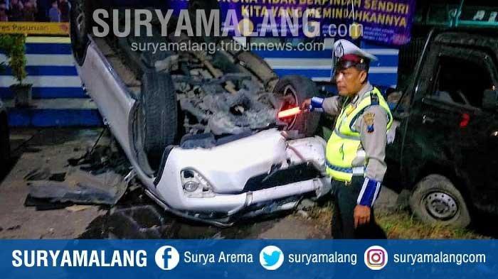 Sopir Mengantuk, Mobil Toyota Fortuner Tabrak Mobil dan Motor Dinas Polisi di Pasuruan
