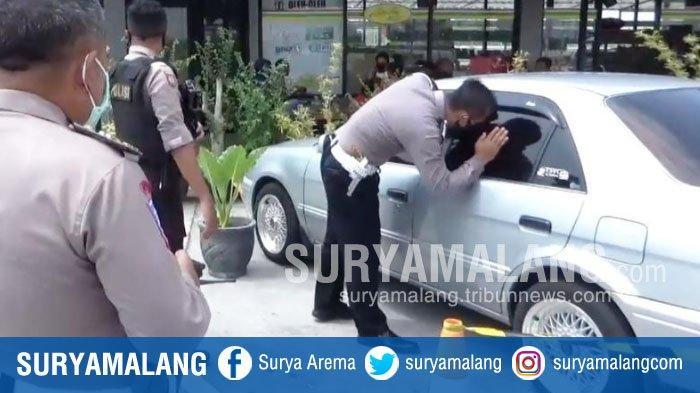 Petugas Kelimpungan Cari Pemilik Mobil Tak Bertuan yang Terparkir di Rest Area Tol Ngawi-Solo