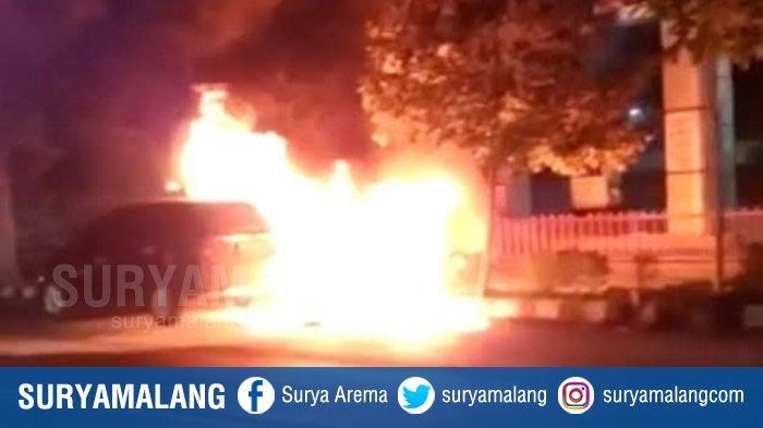 Penyebab Mobil Honda Mobilio Terbakar di Depan PBU Semampir, Kota Kediri