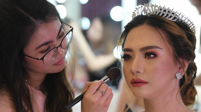 Cara Rias Mata agar Terlihat Tajam tapi Kelopak Mata Samar ala Korea Versi Grace Wang dari Surabaya