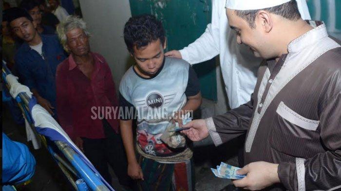 VIDEO - Ketika 2.000-an Orang Antre Zakat Maal dari Keluarga Kaya di Surabaya - moehammad-aldjoefrie-pengusaha-berdarah-arab_20180611_225837.jpg