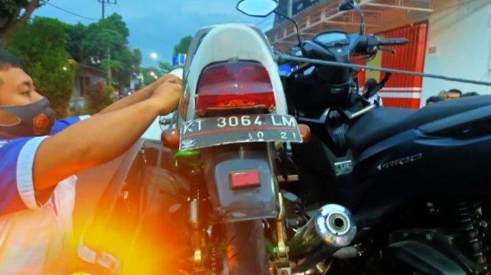 Honda Vario dan Megapro Serudukan di Tulungagung, Kedua Pengemudi Terkapar di Jalanan