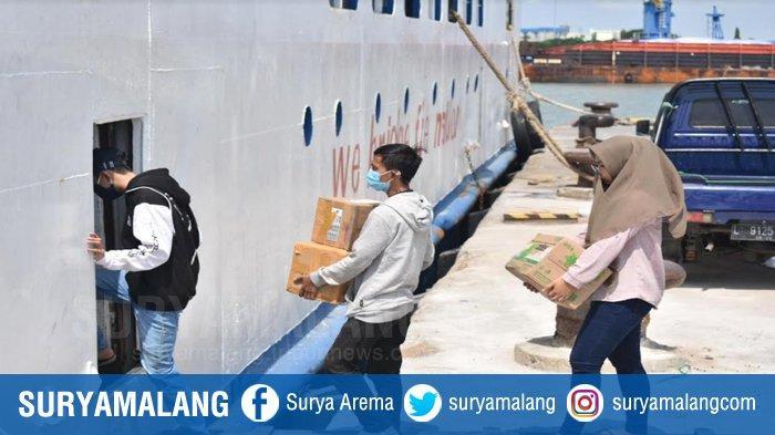 Berbekal Surat dari Puskesmas Gresik, Puluhan Pemudik Gunakan Kapal Barang ke Pulau Bawean