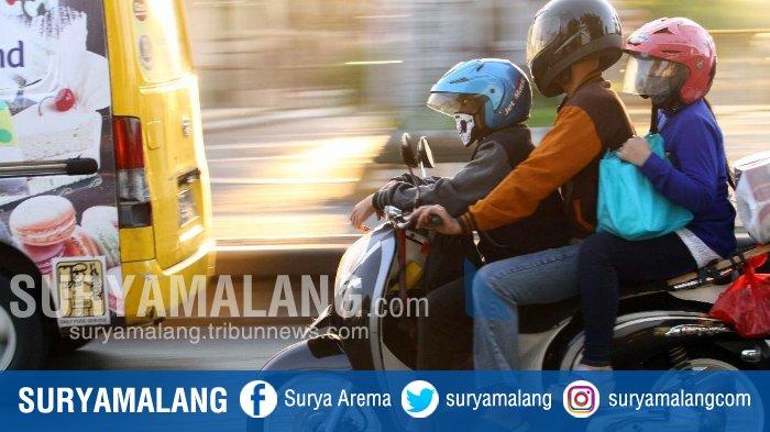 Pemudik Menantang Maut di Jalan Raya, Lihat Gaya Pemudik Saat Melintas di Jalur Surabaya-Malang Ini
