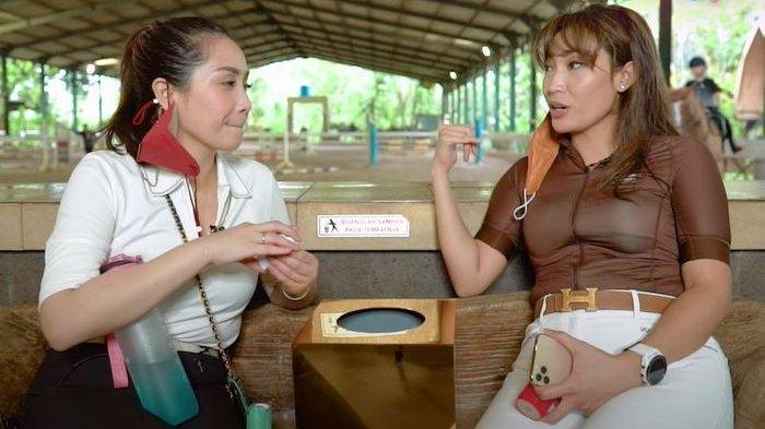 Nagita Slavina dan Ayu Dewi ngobrol
