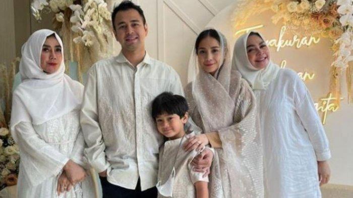 Nagita Slavina saat bersama Raffi Ahmad dan keluarganya di momen tasyakuran empat bulan kehamilannya
