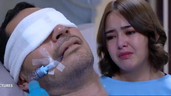 Nino (kiri) sekarat di rumah sakit dijenguk Andin adegan sinetron Ikatan Cinta