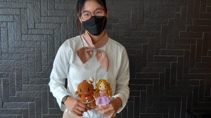 Potret Norika Ramadani Masuhara, Jadi 'Good Mood' dengan Bikin Boneka Rajut