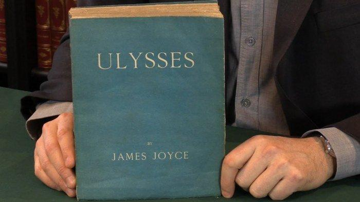 Novel Ulysses karya James Joyce.