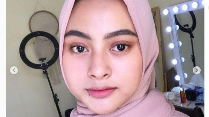 Nurul Amaliyah Ratih atau Amel penjual sate yang viral di Gresik.