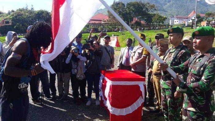 Inilah Nasib Anggota OPM yang Tobat, Hidupnya Lebih Enak saat Masuk NKRI, Ada Ritual Cium Bendera