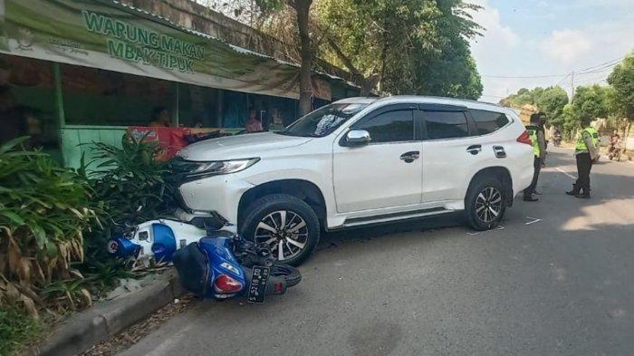 Pajero Putih yang Dikemudikan Perangkat Desa Tabrak Dump Truk dan 6 Sepeda Motor, Gara-Gara Ngantuk