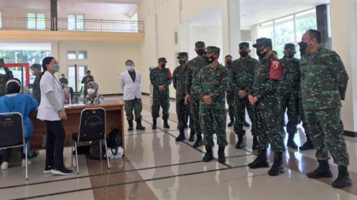 Pangdam V Brawijaya Mayjend TNI Suharyanto ke RST dr Soepraoen Malang, Tinjau Vaksinasi Covid-19