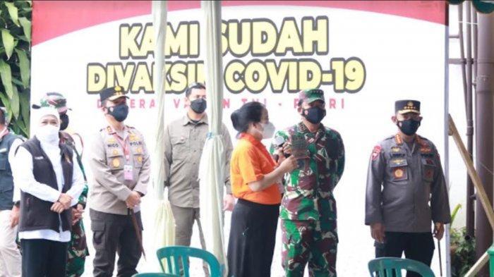 Panglima TNI-Kapolri Tinjau Serbuan Vaksinasi Covid-19 di SMAK Cor Jesu Kota Malang