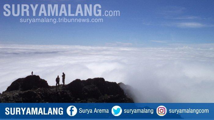 Panorama di Puncak di Gunung Rinjani. Foto 2015.