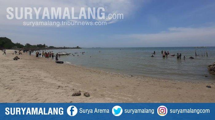 Cukup Bayar Rp 10.000, Anda Bakal Puas Wisata di Pantai Pasir Putih Dalegan, Gresik