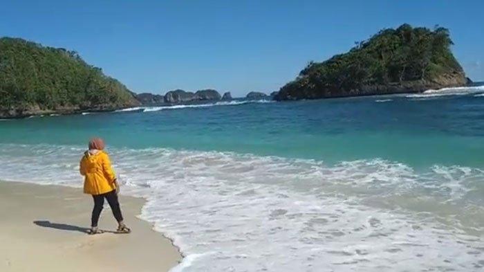 Menikmati Panorama Pantai Teluk Asmara, Kabupaten Malang Serasa Berkunjung ke Raja Ampat