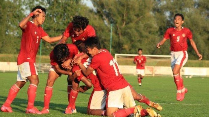 Para pemain Timnas Indonesia U-19 merayakan gol ketiga mereka ke gawang Arab Saudi, 11 September 2020, di Kroasia.