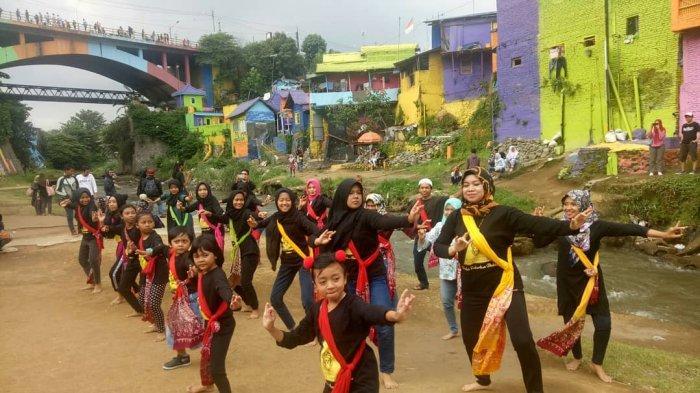 Keren! Belasan Penari Kampung Budaya Polowijen Menari di 3 Kampung Tematik, Kota Malang