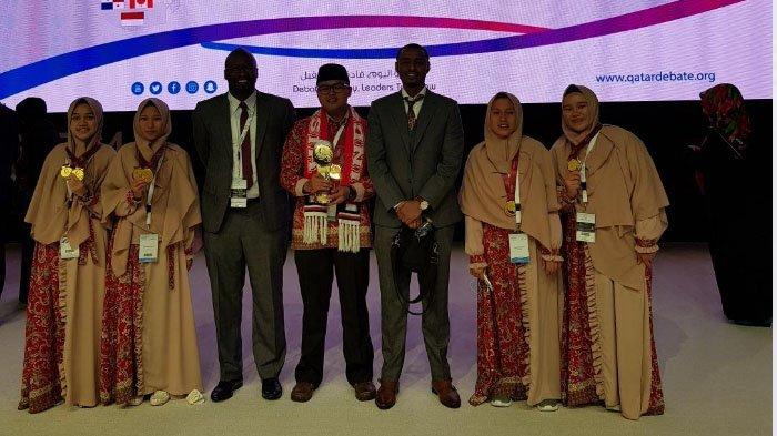 Empat Santri Tazkia IIBS Malang Juara Lomba Debat Internasional di Qatar