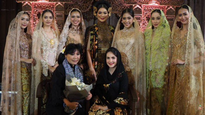 Parade Show Anne Avantie 'Batik Koe, Batik Moe, Batik Kita'