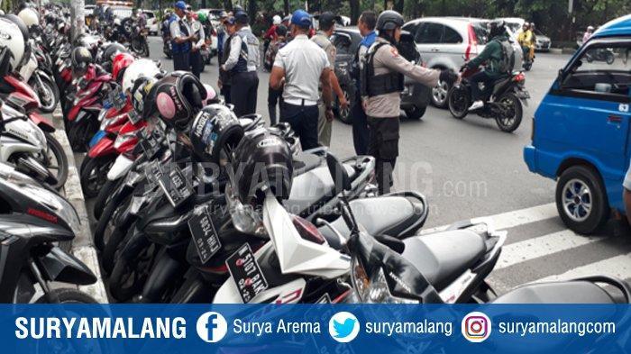 Operasi Gabungan Tertibkan Parkir di Trotoar dan Jalan Veteran, Pengelola Sewa Ke UB Rp 2 juta/Bulan