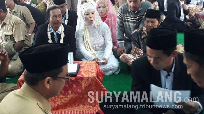 Pria 70 Tahun Ini Senang Bisa Menikah Resmi di Situbondo