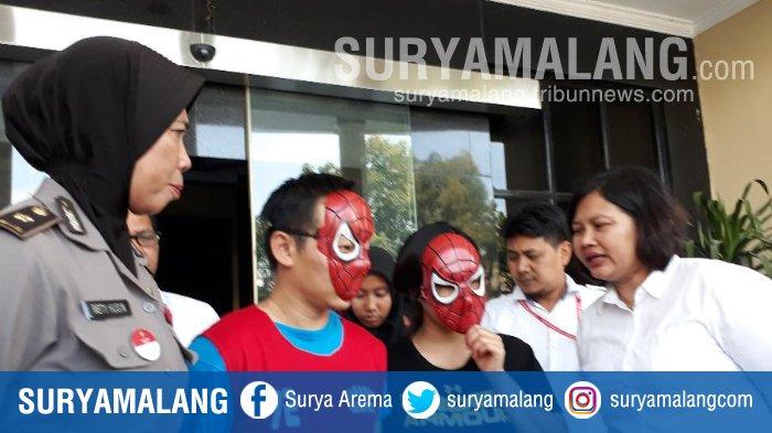 Gadis di Bawah Umur Terjebak Jadi Pelayan Pijat Plus-plus di Surabaya, Berawal dari SMS