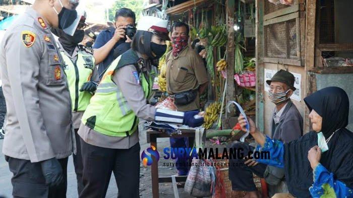 Polisi Gencar Razia Protokol Kesehatan di Pasar Tradisional di Kota Blitar