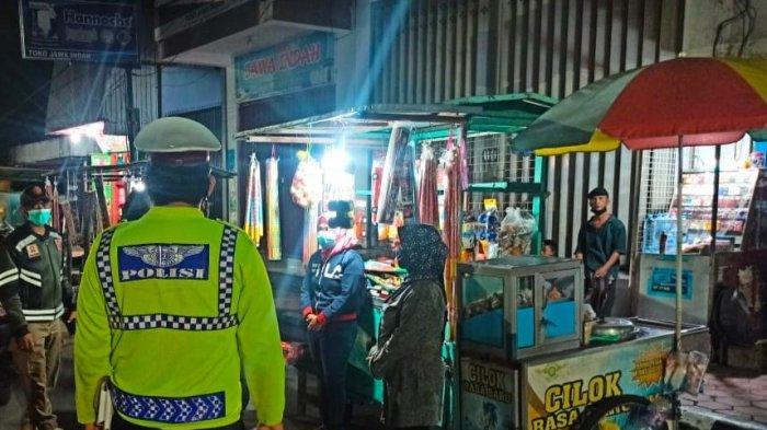Patroli Gabungan di Kediri Imbau PKL Tidak Menjual Petasan