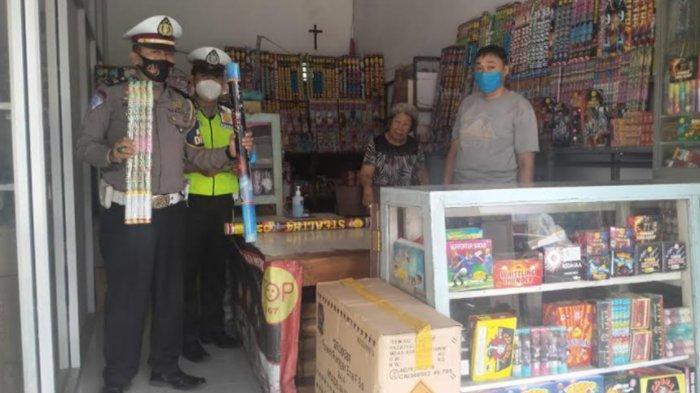 Polres Ponorogo Giatkan Sidak Toko Kembang Api: 'Jangan Jual Mercon Ilegal'