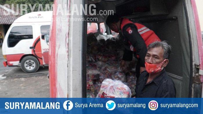 PDI Perjuangan Jatim Salurkan 750 Paket Sembako untuk Korban Bencana Nganjuk