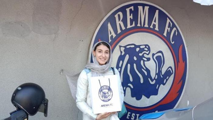 Pebulutangkis tunggal putri Iran, Samin Abedkhojasteh, mendatangi Kandang Singa Arema FC, Sabtu (21/8/2021).