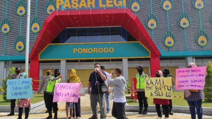 Demo di Pasar Legi Ponorogo, Pedagang: Adili Para Tikus Lapak