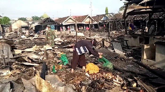 Dampak Kebakaran Pasar Pasar Campurdarat Tulungagung, Sunarsih Rugi Rp 20 Juta