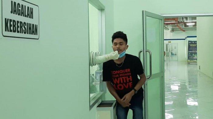 Pulang dari Malaysia, 11 Pekerja Migran Asal Gresik Dikarantina di Stadion Gelora Joko Samudro