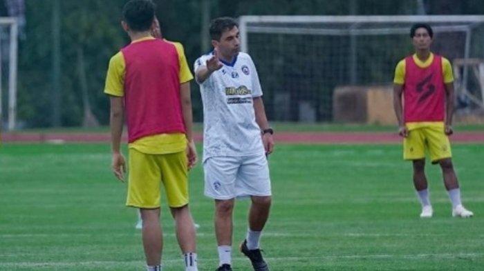 Klausul Pemecatan di Dalam Kontrak Pelatih Arema FC Eduardo Almeida Berdasarkan 3 Pertandingan