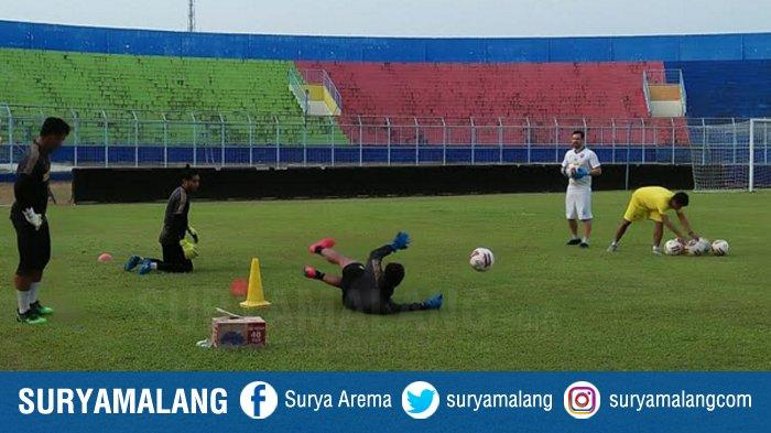 Muncul Hastag #tolakkiperasing Dari Aremania, Pelatih Kiper Arema FC Bantah Beri Rekomendasi