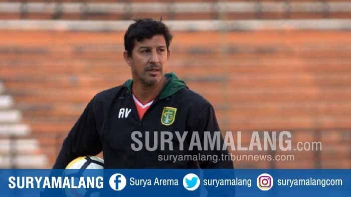 Pelatih Persebaya Surabaya, Angel Alfredo Vera.