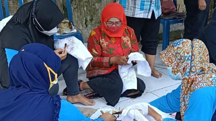 Usaha Makanan Bangkrut Karena Pandemi Covid-19, Pelaku UMKM di Kediri Dilatih Buat Batik