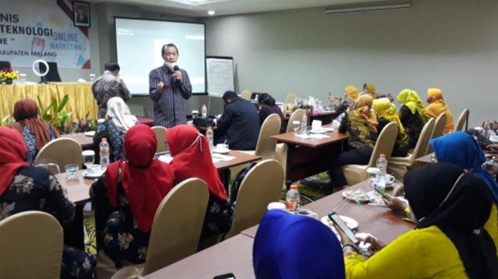 Dosen STIKI Ajak UMKM Kabupaten Malang Manfaatkan HP Buat Berjualan Online